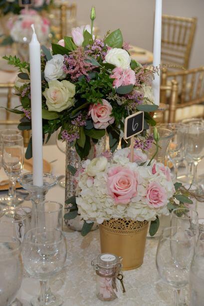 Las flores en tonos rosado y blanco le daban sin duda el toque romántico.