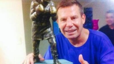 El superestrella del boxeo al que está dedicada esta obra es Julio César...