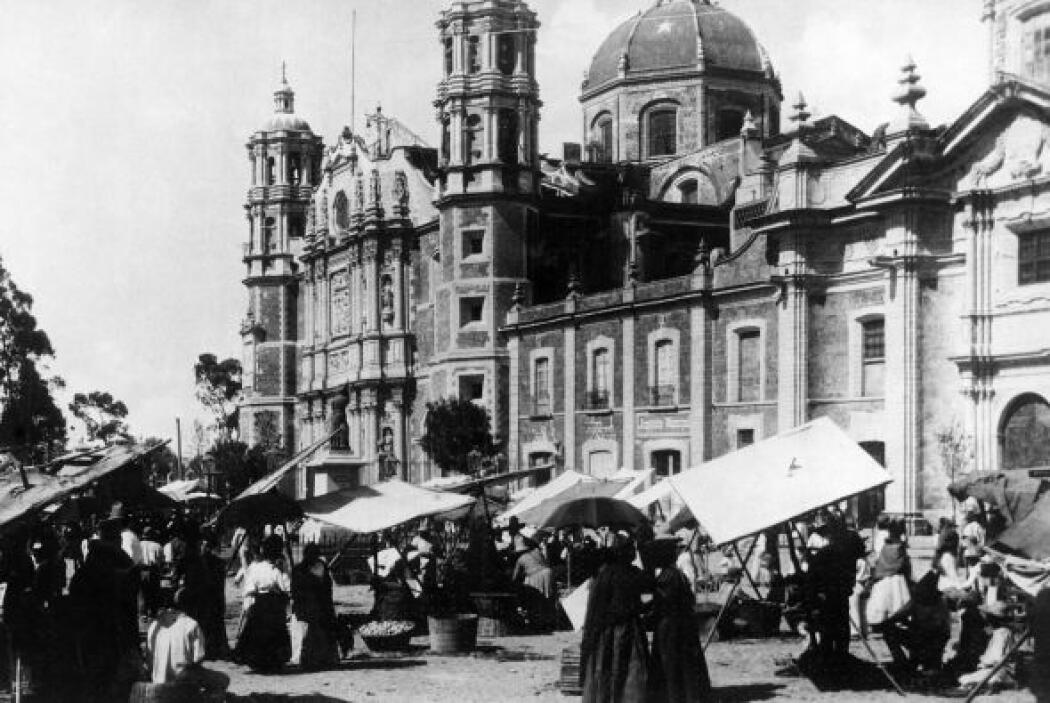 Manuel Tolsá fue el arquitecto que finalizó la obra antes de su inaugura...