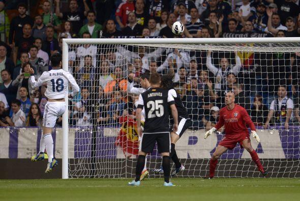 Pero ya en las acciones del duelo, el Madrid no tardó más que tres minut...