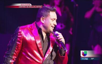 Se luce Manny Manuel en su concierto de éxitos