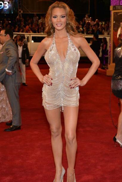 Zuleyka Rivera sorprendió a todos con este modelito tan escotado.