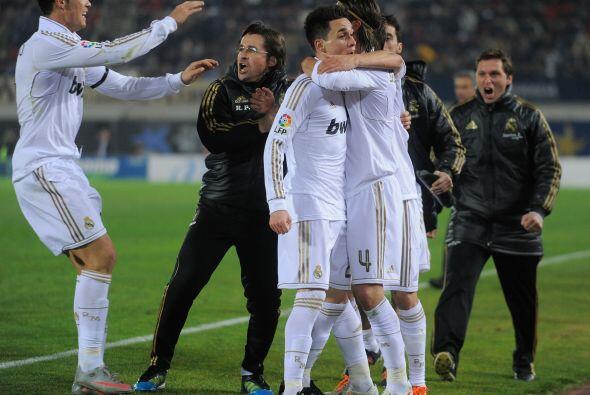 Todos abrazaron al juvenil y saboreaban la victoria.