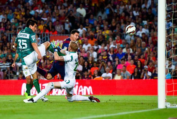 A pase de Neymar, con desvío incluido de Márquez, Lionel M...