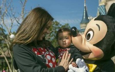 Jacqueline Bracamontes se fue a Disney con toda su familia