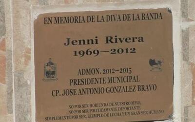 A dos años de la muerte de 'La Diva de la Banda' se develó una estatua e...
