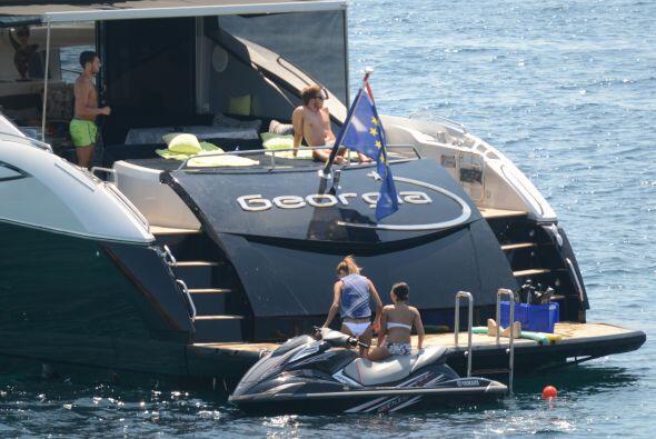 Mario alquiló un yate en Ibiza para disfrutar del buen clima. Mira aquí...