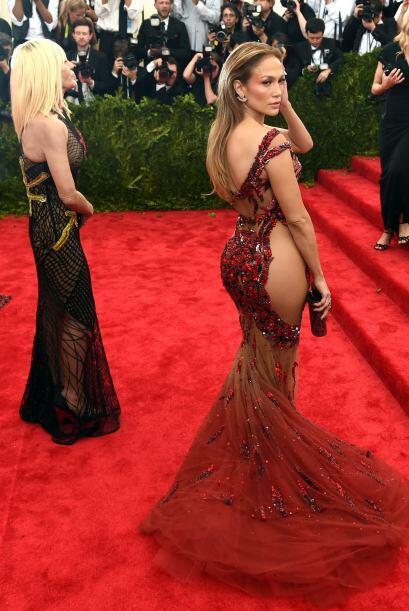 En la gala del MET las tres sensuales famosas dejaron a muchos boquiabie...