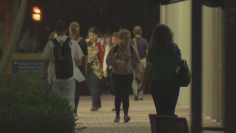 Estudiantes extranjeros en Florida temen regresar de visita a sus países...
