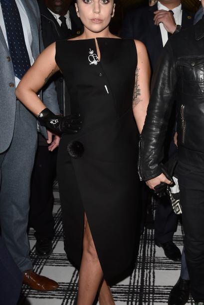 Lady Gaga estuvo también en la primera fila de las pasarelas.