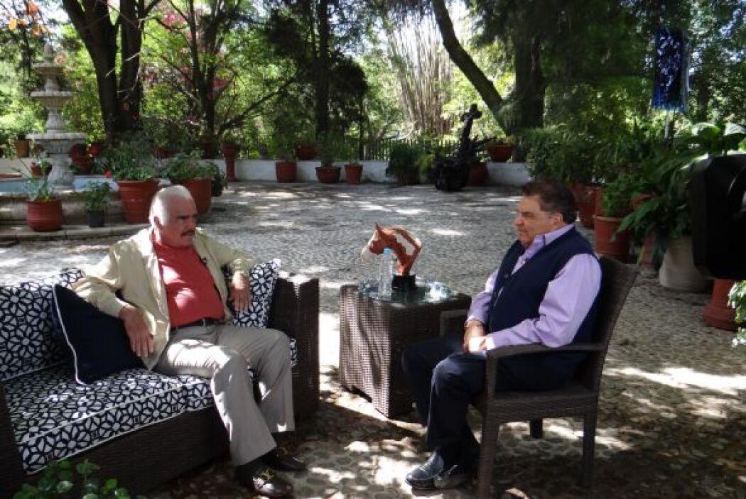 Vicente Fernández, uno de los artistas más importantes de México en las...