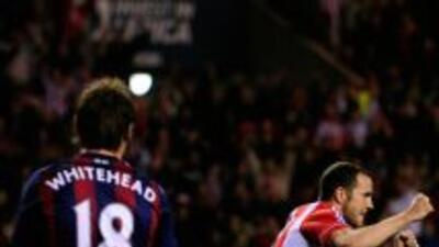 Jugadores del Stoke miran el festejo de O'Shea luego de que empatara.