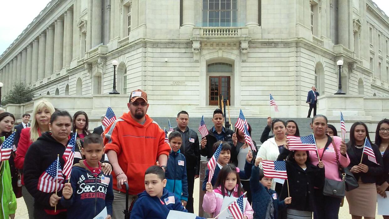 Familias centroamericanas viajan a Washington a pedir asilo