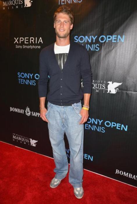 El italiano Andreas Seppi llegó luciendo este look deportivo.