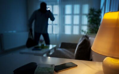 Protege tu hogar de los robos: ¿En qué se fija un ladrón antes de entrar...