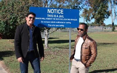 Orlando Segura y Tony Dandrades esperando a Larry