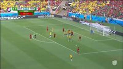 Uyy!! Neymar da Silva Santos Junior dispara y para el portero