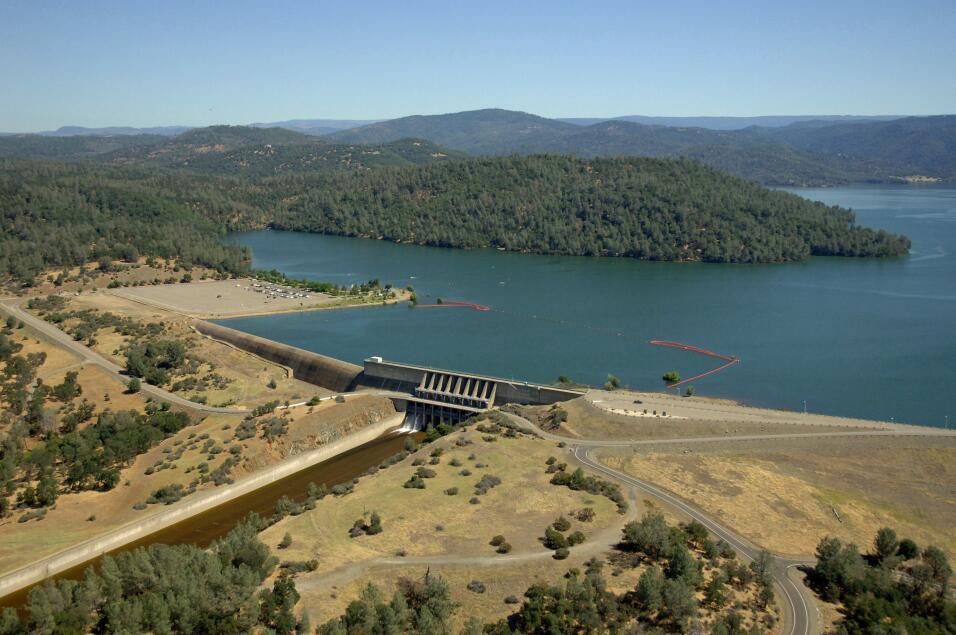 El lago y la represa Oroville en una imagen de julio de 2011. En la foto...
