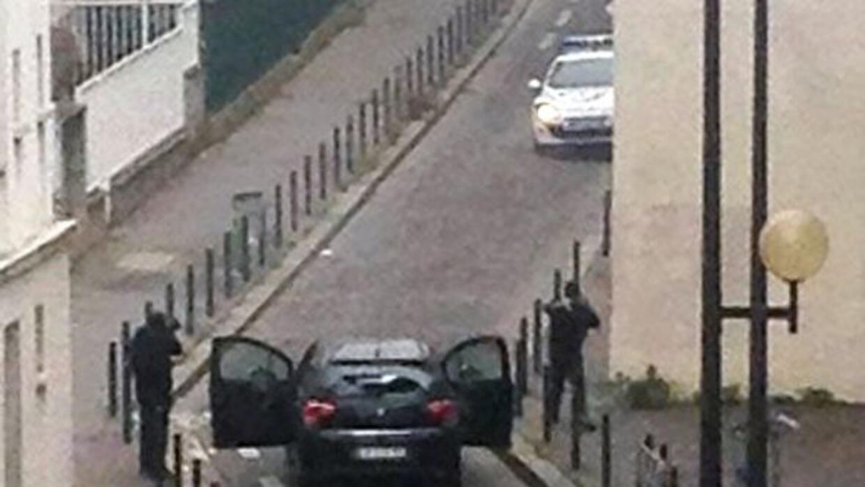 La policía francesa ya logró identificar a los tres hombres que atacaron...