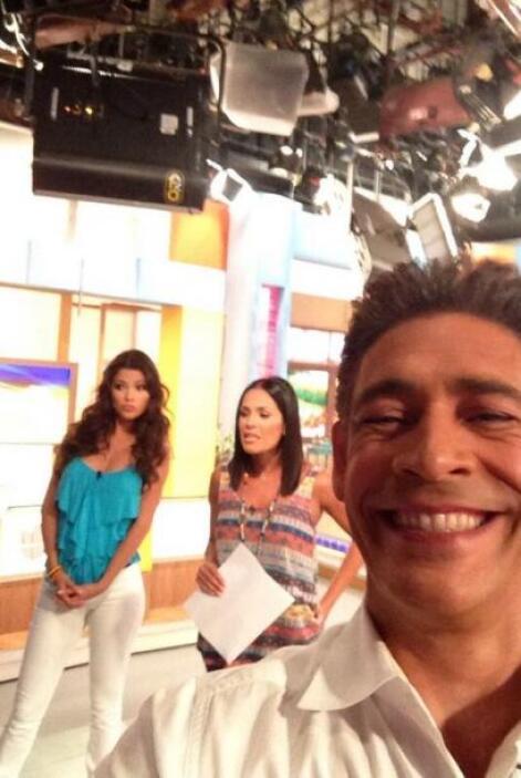 """""""Ya preparados para comenzar @DespiertaAmeric @AnaPatriciaTV @KarlaMarti..."""
