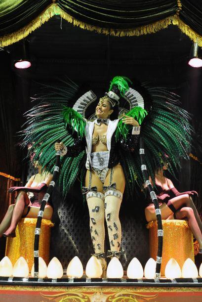 El carnaval en el Sambódromo atrajo a una multitud en su primer d...