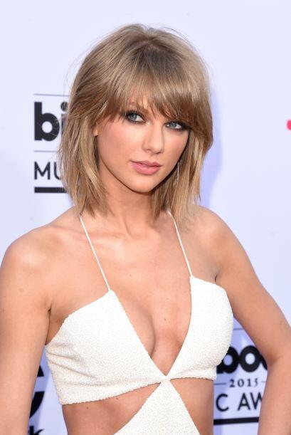 Taylor Swift nos enamoró una vez más, se veía divina sobre la alfombra.