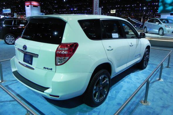 Toyota también presentó el prototipo híbrido-eléctrico de la SUV RAV 4.