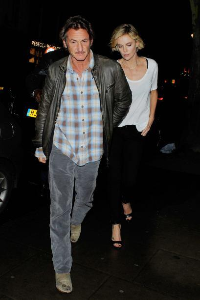 La relación de Charlize y Sean sigue mostrando que es fuerte y se...