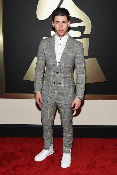 El traje Nick Jonas nos recordó a algunos manteles de mesa que he...