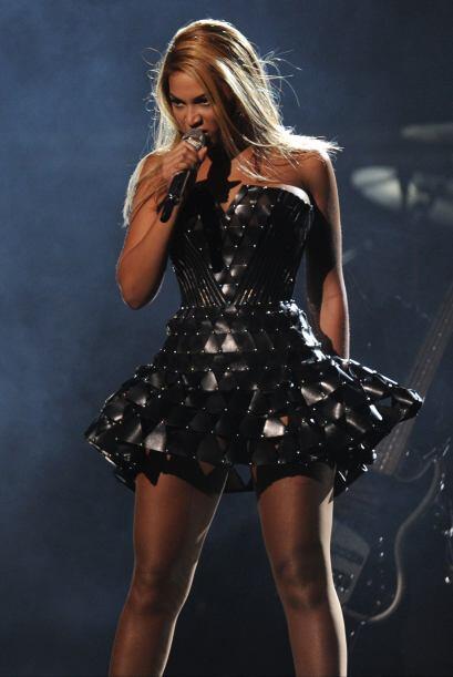 Fue la primera artista femenina ganadora de seis Premios Grammy en una s...