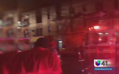 Fallece hombre en incendio de edificio residencial en Brooklyn