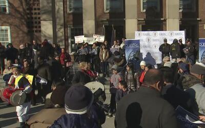 Varios residentes de Queens salieron a marchar para mostrar su apoyo a l...