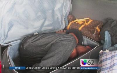 Migrante hallado en maleta
