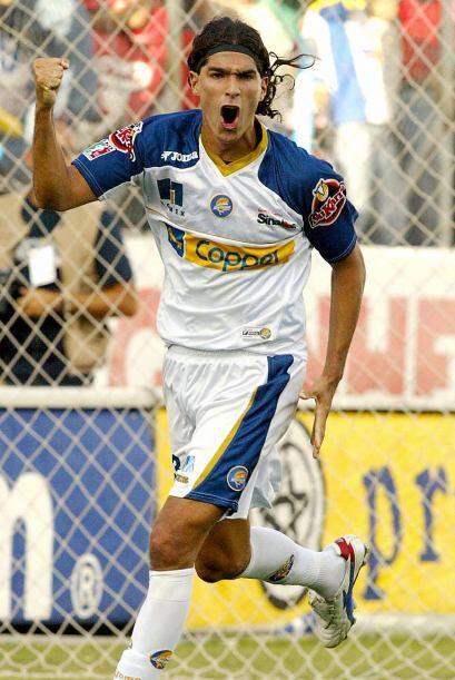 El uruguayo Sebastián 'Loco' Abreu compartió el título jugando para Dora...