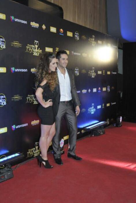 Ariadne Díaz y José Ron no están nominados pero llegaron muy contentos.