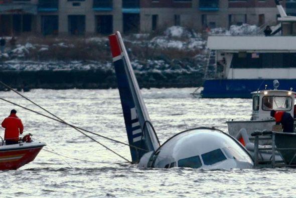 Cuando la tripulación se dio cuenta que no iban a lograr superar el daño...