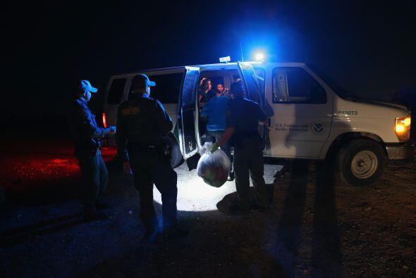 Por la noche los patrullajes se intensifican, debido a que grupos de inm...