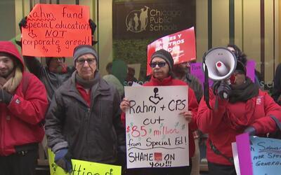 Maestros y padres protestan por supuestos recortes a programas de educac...