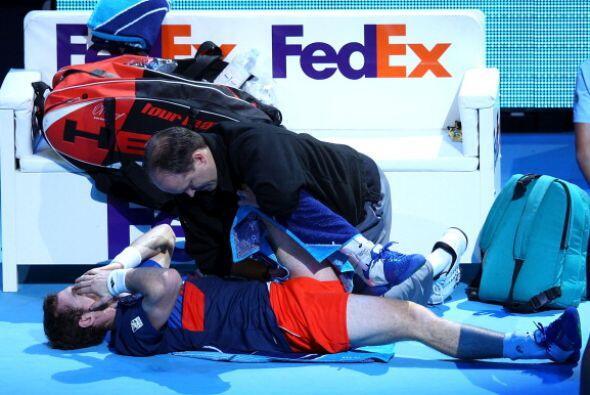 Además, Murray tuvo problemas físicos y tuvo que ser auxiliado.