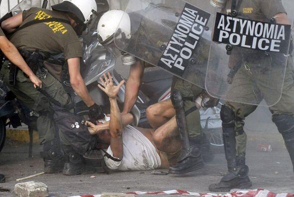 12 de febrero. Miles de griegos se tomaron las calles de Atenas para pro...
