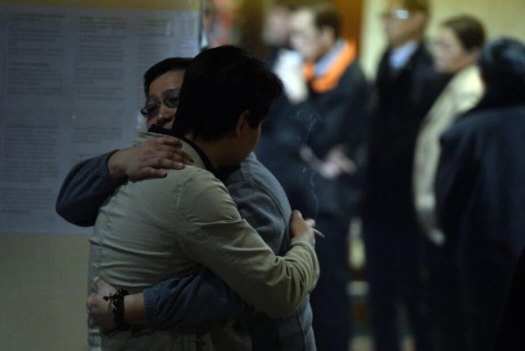 En tanto, la pesadilla continúa para los familiares de las 239 personas...