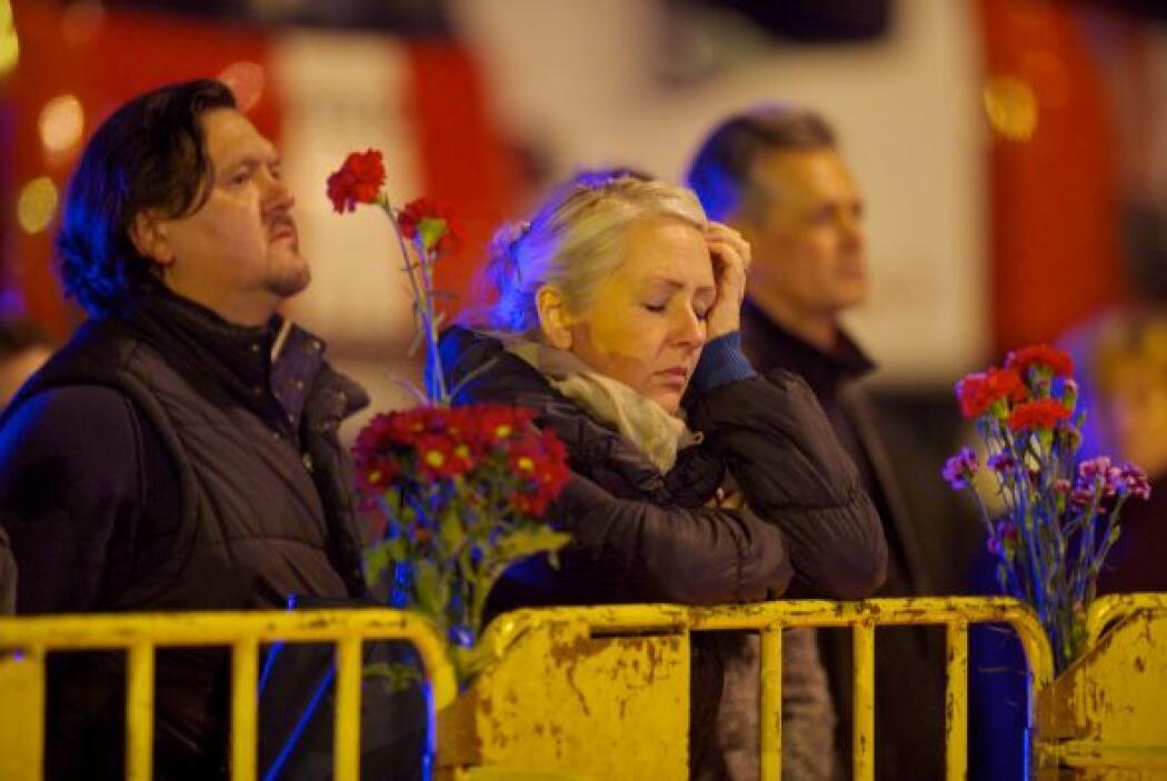 Entre los muertos confirmados hay tres bomberos, según los servicios de...
