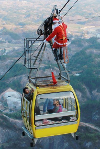 Santa no tiene límites y tampoco miedo a las alturas por eso deci...