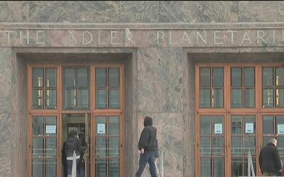 Planetario Adler invita a los niños a participar en actividades gratuita...