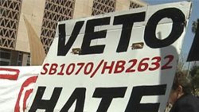 Manifestante en apoyo a un veto