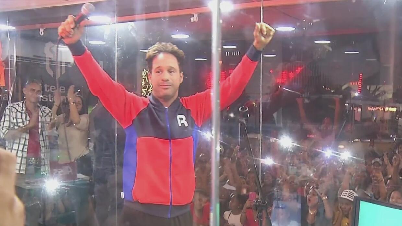 Dominicano rompe récord por cantar más de cuatro días seguidos