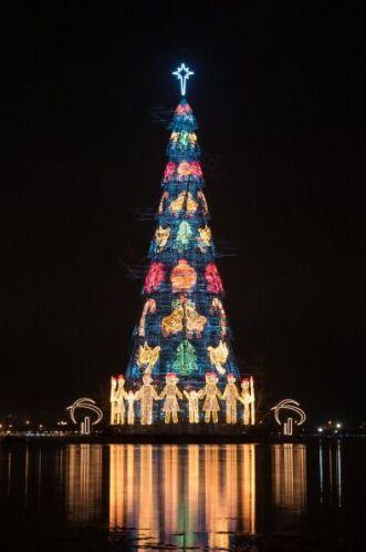 Río de Janeiro, Brasil se lleva el título del árbol flotante de Navidad...