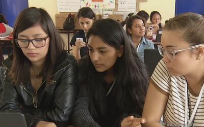 Campamento de verano motiva a jóvenes hispanas a estudiar ciencias