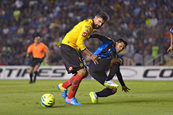 Se jugaba el minuto 92 cuando en un balón al área Angel Sepúlveda se tre...
