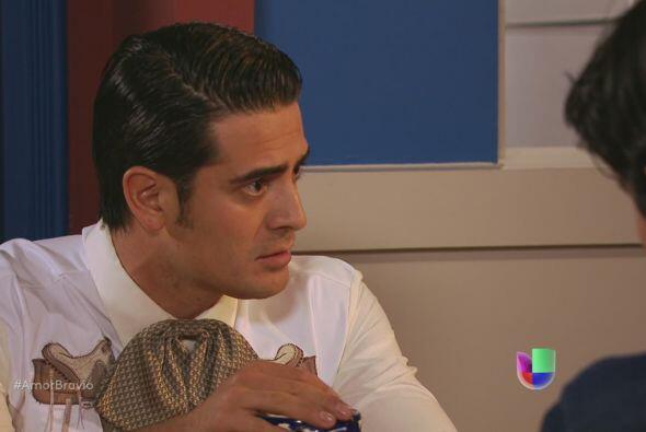 Rodolfo le dice a Amanda que Iliana ha vuelto a insistir en la falsedad...